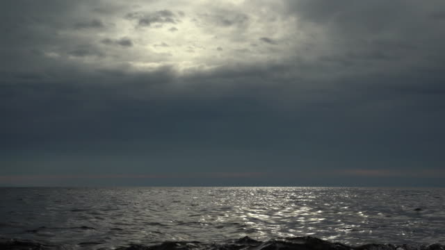 stockvideo's en b-roll-footage met regenachtige wolken over de zee - horizon over water
