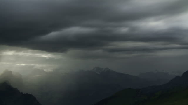 vidéos et rushes de rainy day turns into sunny weather, mountains - ciel couvert
