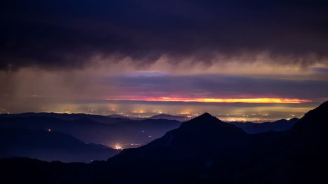 regnerischen sonnenuntergang in der sierra nevada - zeitraffer - amerikanische sierra nevada stock-videos und b-roll-filmmaterial