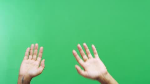 stockvideo's en b-roll-footage met hef uw handen als u tevreden bent! - waving