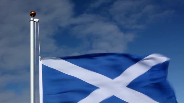Raising the Schottland Flagge