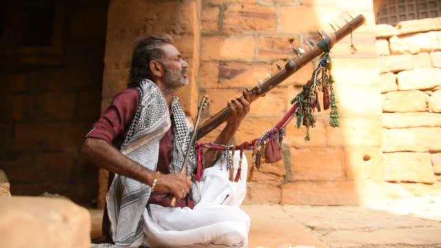 rajasthani street musician, jaisalmer, rajasthan, india. - fortress stock videos & royalty-free footage