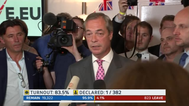 rallings and stratton studio bradby sot nigel farage mep speaking sot thanks voters who defied party leaders the establishment the elite and the big... - 国民投票点の映像素材/bロール