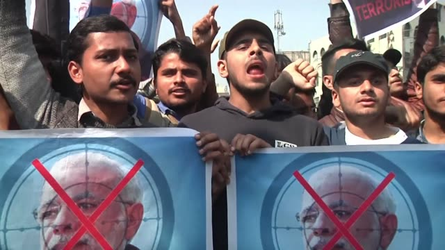 rally against india is held in lahore and residents in pakistan's northwestern city of peshawar say they support their government's military action... - punjab pakistan bildbanksvideor och videomaterial från bakom kulisserna