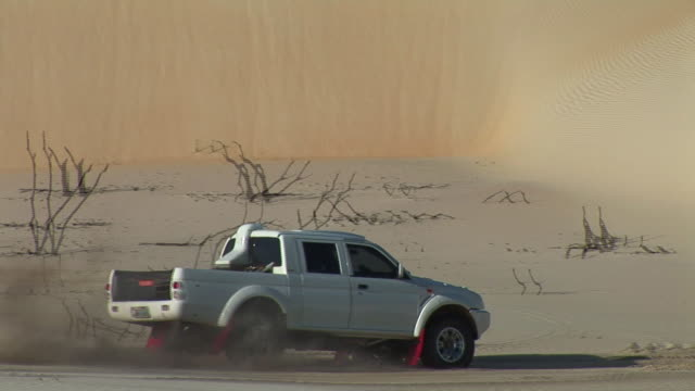 ms pov rally car crossing northeast dunes  / luis correa, piaui, brasil - acrobazia video stock e b–roll