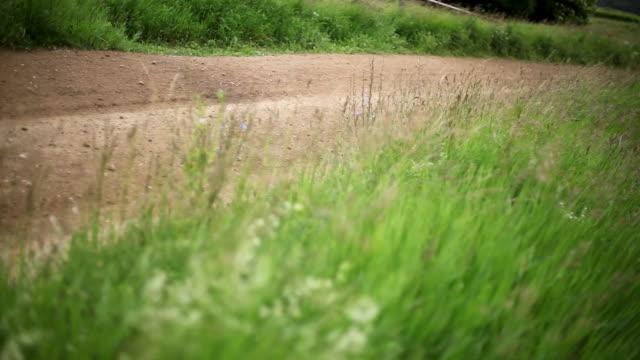 vídeos de stock, filmes e b-roll de corrida de carro rally - passe de bola