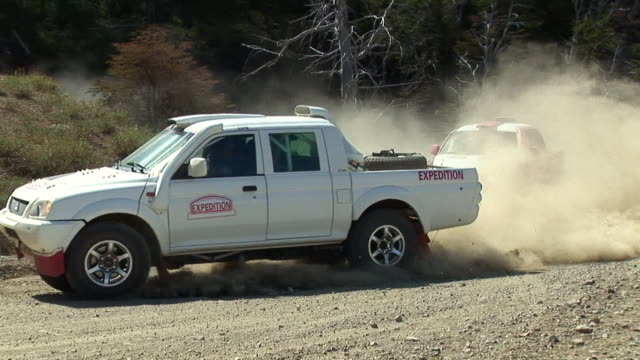 ws pan rally cars racing up dirt road / pucon, cautin province, chile - gara off road video stock e b–roll