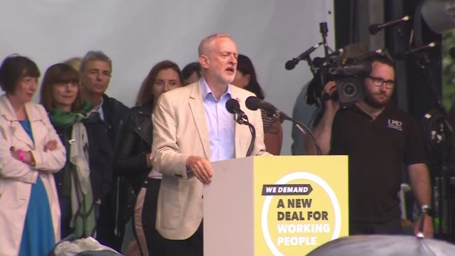 rally in london demands 'new deal' for workers and public services; wide shot of jeremy corbyn mp at podium jeremy corbyn mp speech sot - this... - social justice concept 個影片檔及 b 捲影像