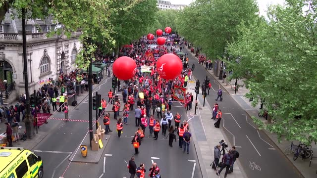 GVs and march to Hyde Park ENGLAND London Embankment Various of people with balloons placards and band taking part in TUC march / Socialist Worker...