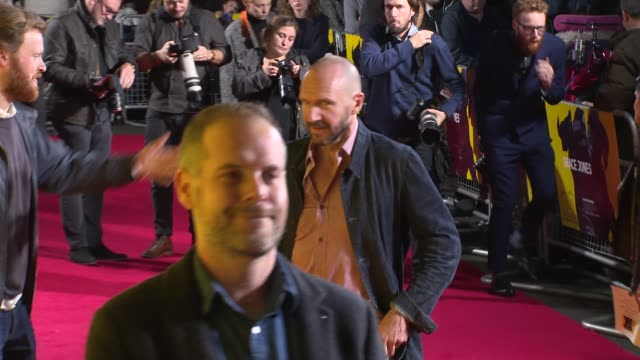 ralph fiennes at bfi southbank on october 25, 2017 in london, england. - レイフ・ファインズ点の映像素材/bロール