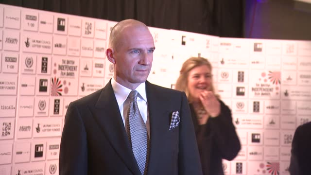 ralph fiennes at the british independent film awards at london . - レイフ・ファインズ点の映像素材/bロール