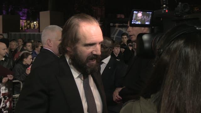 ralph fiennes at the coriolanus gala premiere: 55th london film festival at london england. - レイフ・ファインズ点の映像素材/bロール
