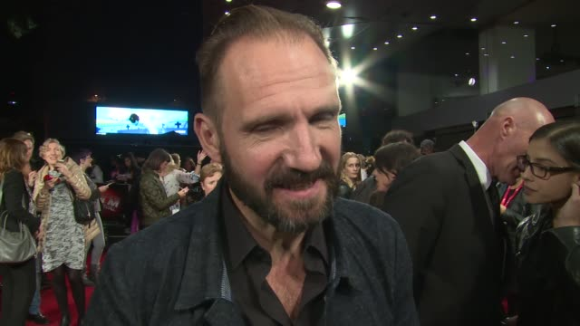 ralph fiennes on his character, brother and bond at odeon leicester square on october 09, 2015 in london, england. - レイフ・ファインズ点の映像素材/bロール