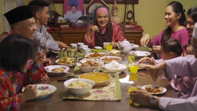 ramadan hari raya malaysian muslim multi generation family enjoying dinner at home in dining room - malaysian culture stock videos & royalty-free footage