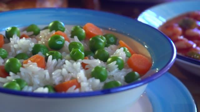 vídeos de stock e filmes b-roll de ramadan meal with pita, bowl, baked beans and rice. - arabesco
