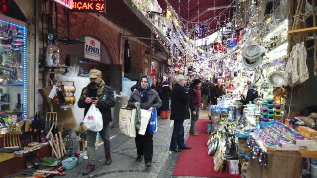 vídeos y material grabado en eventos de stock de lapso de tiempo de compras en el ramadán en estambul - gran bazar