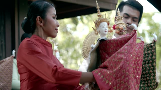 ラーマーヤナ人形劇 - ドール点の映像素材/bロール