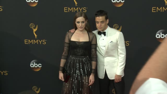 vídeos de stock, filmes e b-roll de rami malek and carly chaikin at the 68th annual primetime emmy awards arrivals at microsoft theater on september 18 2016 in los angeles california - primetime emmy awards