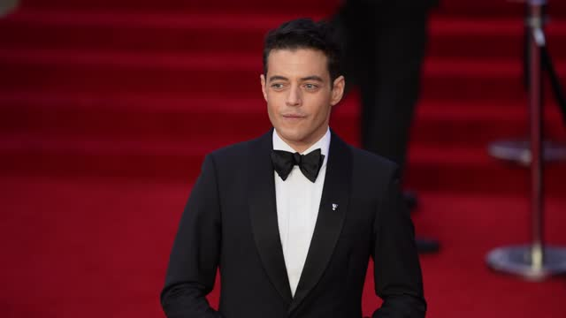 """rami malek attends the """"no time to die"""" world premiere at royal albert hall on september 28, 2021 in london, england. - première stock-videos und b-roll-filmmaterial"""