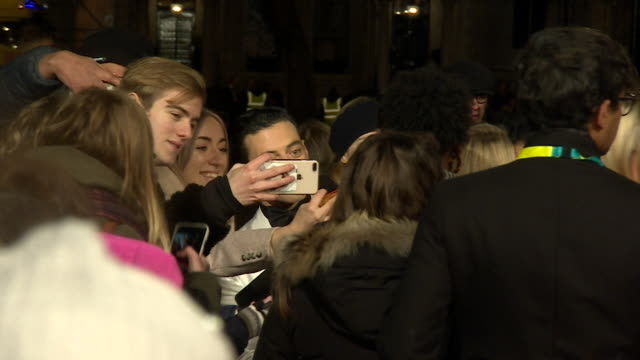 vidéos et rushes de rami malek greeting fans on red carpet at bafta film awards at royal albert hall - célébrité