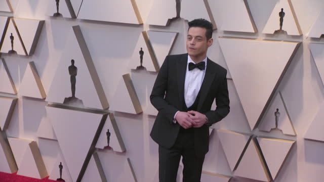 rami malek walking the red carpet at the 91st annual academy awards at the dolby theater in los angeles, california. - music or celebrities or fashion or film industry or film premiere or youth culture or novelty item or vacations 個影片檔及 b 捲影像