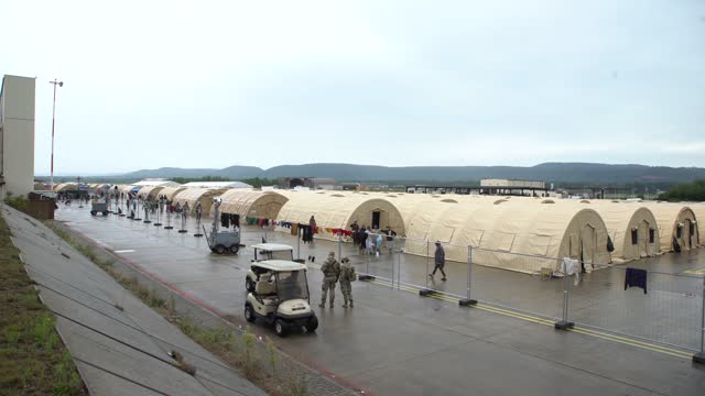 vídeos y material grabado en eventos de stock de ramstein us air base, german: august 28th 2021 - ramstein in western germany, the largest american military base in europe, turned into a gigantic... - kabul