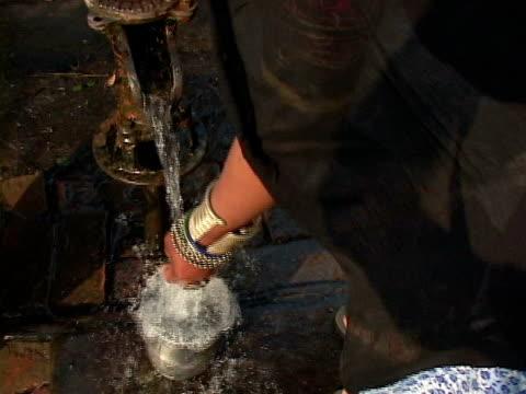 cu, rana tharu woman pumping water from well, terrain, nepal - nepal stock-videos und b-roll-filmmaterial