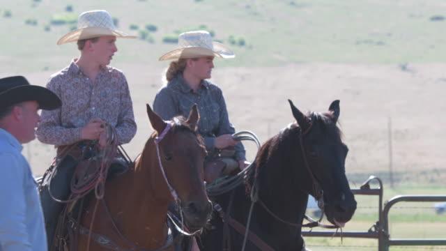 Rancher weist jungen Rancher
