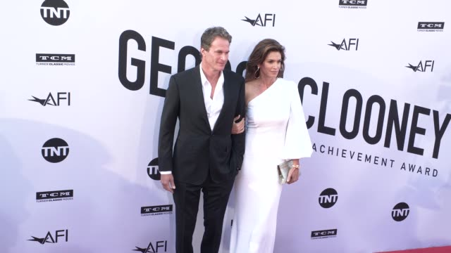 vídeos de stock, filmes e b-roll de rande gerber and cindy crawford at the american film institute honors george clooney with 46th afi life achievement award at dolby theatre on june 07... - american film institute