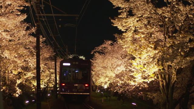 vidéos et rushes de randen tram lines in the evening in kyoto - ligne de tramway