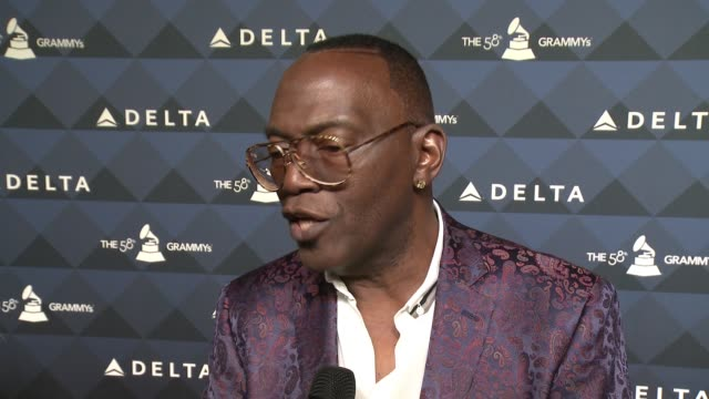 vídeos y material grabado en eventos de stock de interview randy jackson on tonight's event on delta on traveling the grammys on the final season of american idol at delta air lines toasts grammy®... - american idol