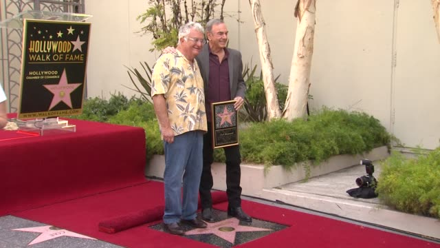 vídeos y material grabado en eventos de stock de randy newman and neil diamond at neil diamond honored with star on the hollywood walk of fame on 8/10/12 in hollywood, ca. - randy newman