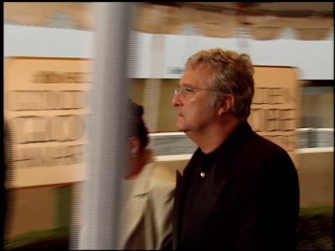 vídeos y material grabado en eventos de stock de randy newman at the 1999 golden globe awards at the beverly hilton in beverly hills, california on january 24, 1999. - randy newman