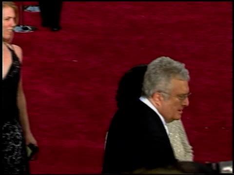 vídeos y material grabado en eventos de stock de randy newman at the 2002 academy awards at the kodak theatre in hollywood, california on march 24, 2002. - randy newman