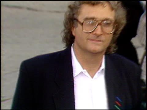 vídeos y material grabado en eventos de stock de randy newman at the 'batman' premier on may 19, 1989. - randy newman