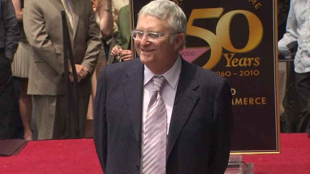 vídeos y material grabado en eventos de stock de randy newman at the randy newman honored with a star on the hollywood walk of fame at hollywood ca. - randy newman