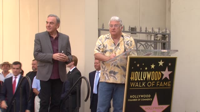vídeos y material grabado en eventos de stock de randy newman on neil diamond as a great musician and great friend at neil diamond honored with star on the hollywood walk of fame on 8/10/12 in... - randy newman
