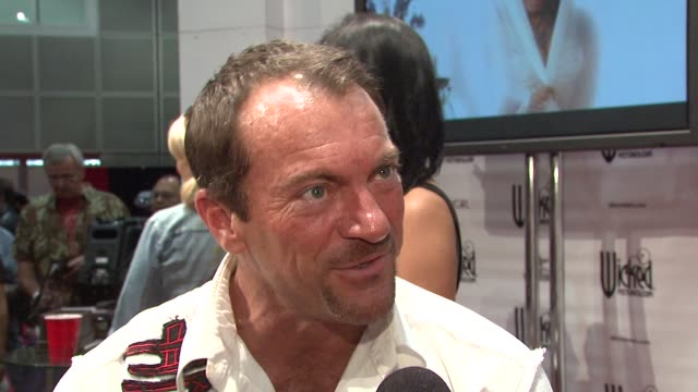 randy spears on the recent hiv scare in the adult film industry, how the industry is able to police themselves and what's next for him. at the... - retrovirus video stock e b–roll
