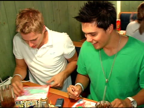 randy wayne and michael copon coloring peppers at the chili's create a pepper to benefit st jude children's research hospital at chili's restaurant... - chili's grill & bar stock videos and b-roll footage