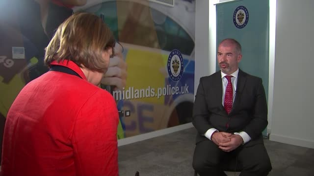 police hunt for suspect continues england birmingham int reporter sat with detective chief superintendent mark payne detective chief superintendent... - west midlands stock-videos und b-roll-filmmaterial