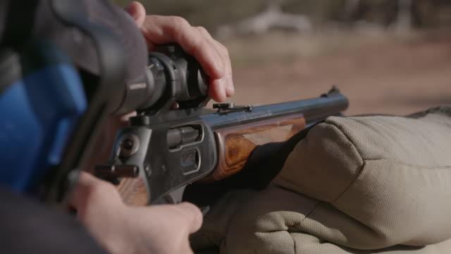 vidéos et rushes de rangers training to combat rhino poaching, south africa - fusil