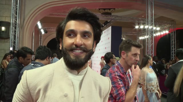 interview ranveer singh on the debut of his new film at 2016 dubai international film festival day 2 at madinat jumeirah on december 8 2016 in dubai... - 2日目点の映像素材/bロール