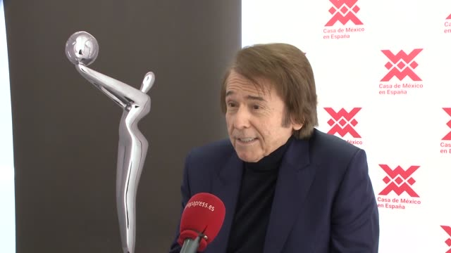 raphael, spanish singer, receives the prize of honor of the platinum of iberoamerican cinema award in madrid - platinum stock-videos und b-roll-filmmaterial