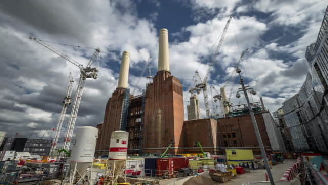 rapidly moving clouds passover construction cranes working on the massive redevelopment of the iconic battersea power station - battersea stock videos & royalty-free footage