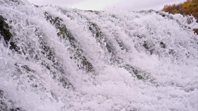 SLO MO stroomversnellingen bij Bruarfoss waterval