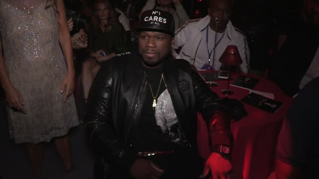 stockvideo's en b-roll-footage met rapper 50 cent front row for the philipp plein ready to wear spring summer 2018 fashion show in new york city saturday september 9 2017 new york city... - 50 cent rapper