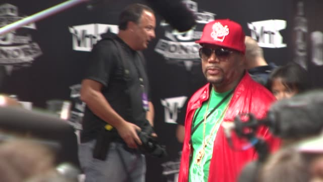stockvideo's en b-roll-footage met rapper ed lover at the 2009 vh1 hip hop honors red carpet at new york ny - vh1