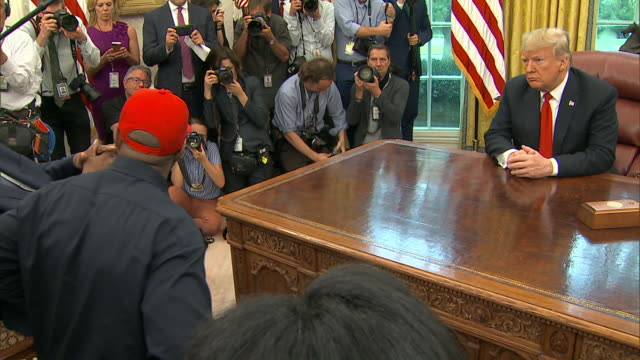 rapper kanye west meets with president trump in the oval office and remarks that wearing his òmake america great againó hat makes him feel like... - 野球帽点の映像素材/bロール