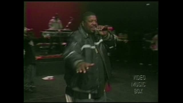 rappers big l and diamond d perform with the diggin in the crates d.i.t.c. crew - 條板箱 個影片檔及 b 捲影像