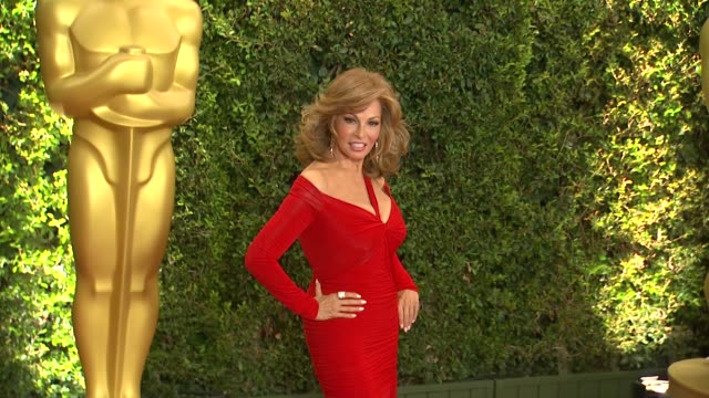 raquel welch at academy of motion picture arts and sciences' governors awards in hollywood ca on - 映画芸術科学協会点の映像素材/bロール